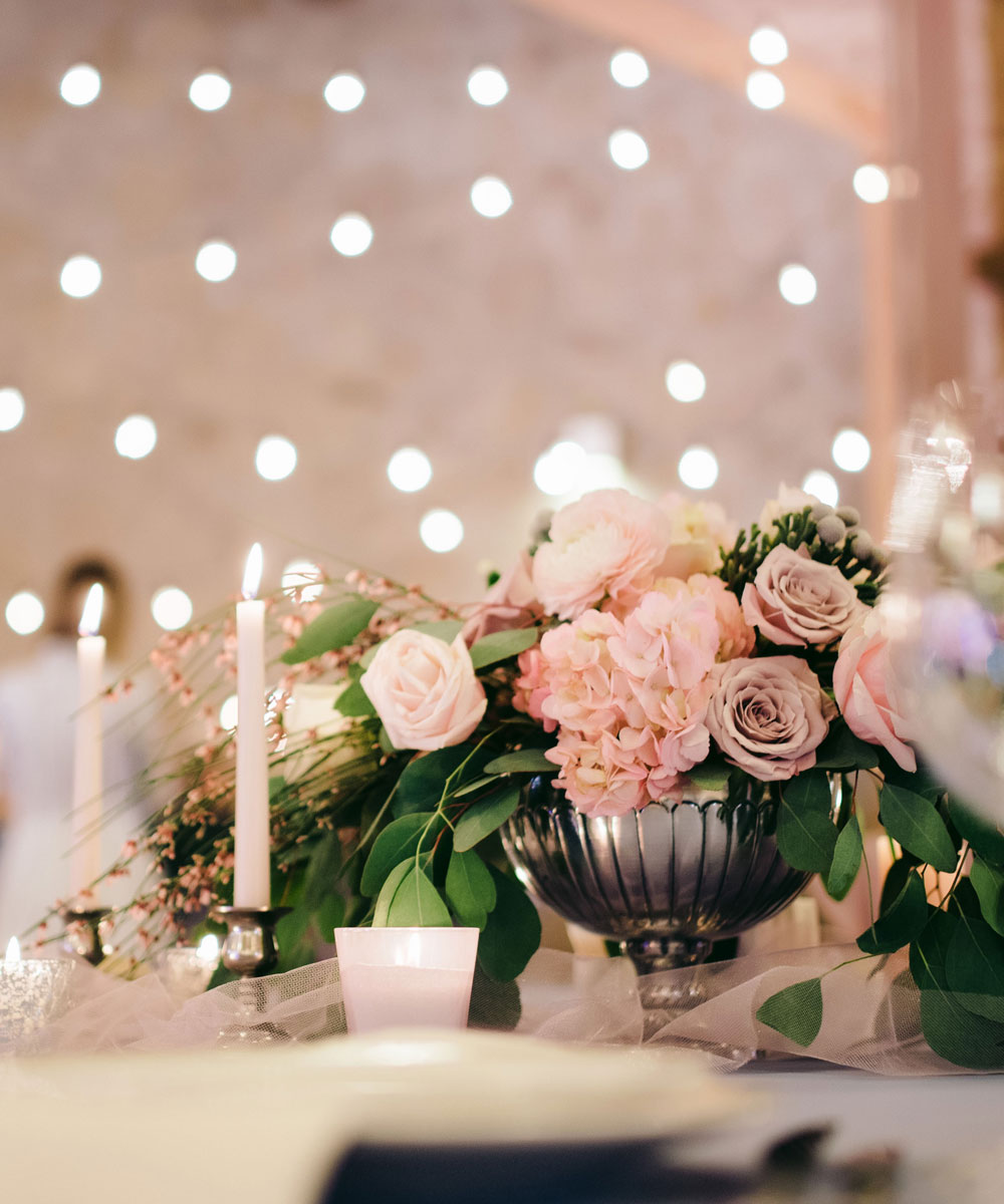 wedding place setting and centerpiece